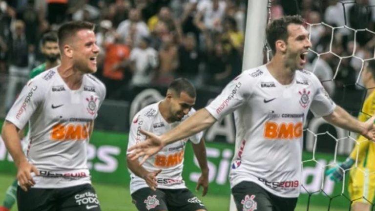 O Corinthians vence a Chapecoense por 2×0 e avança na Copa do Brasil
