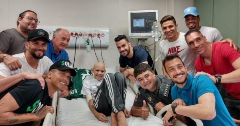 Em visita à hospital, Felipão e jogadores do Palmeiras realizam sonho de torcedor