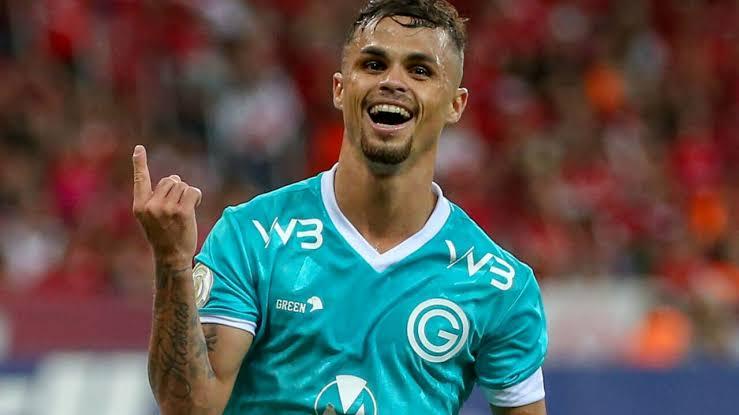 Corinthians aceita ceder dois jogadores ao Goiás para contratar Michael