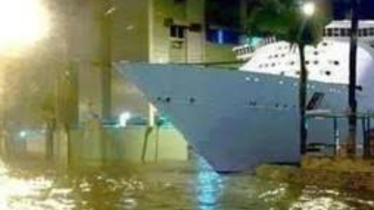Navio chega em Sorocaba para salvar a população dos alagamentos
