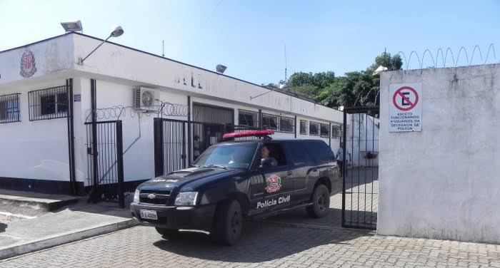 Homem mata o pai de 78 anos com tiro na cabeça e atira contra amiga no interior de SP