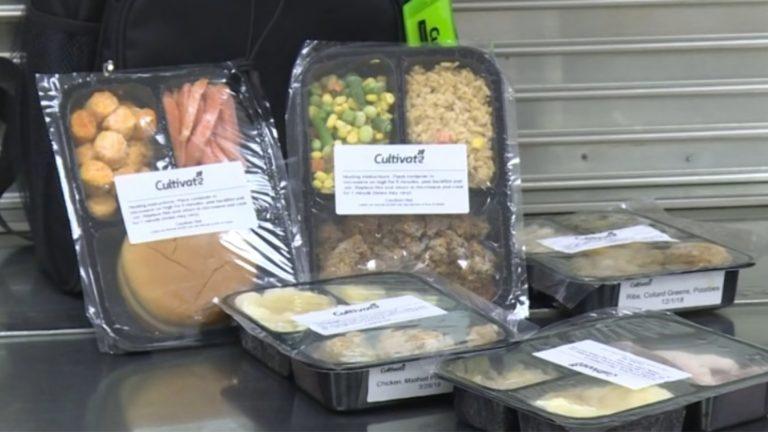Escola congela e doa merenda a alunos que não têm o que comer no FDS