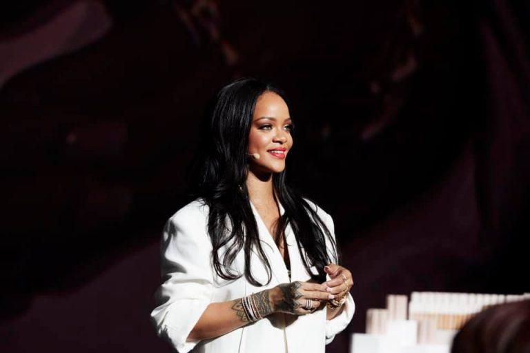 Rihanna doa mais de R$ 25 milhões para ajudar vítimas do coronavírus