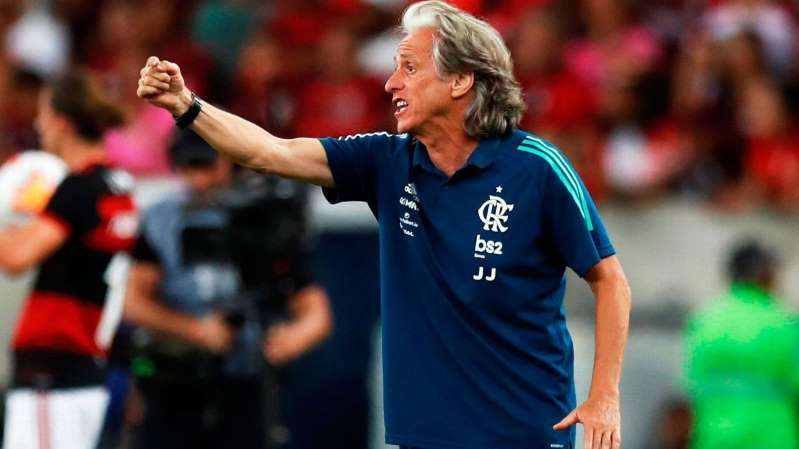 Benfica prepara oferta milionária para convencer Jorge Jesus a deixar o Flamengo, diz jornal