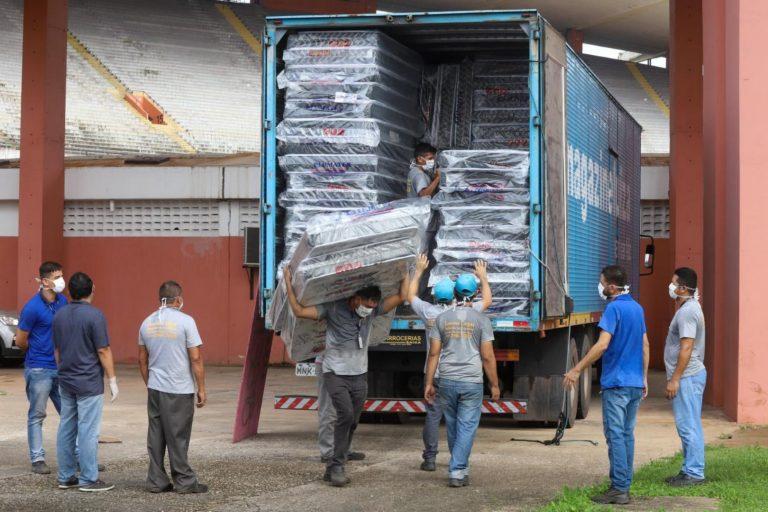 Magazine Luiza doa 1.000 colchões e travesseiros para moradores de rua