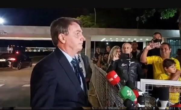'Sou Messias, mas não faço milagre', diz Jair Bolsonaro