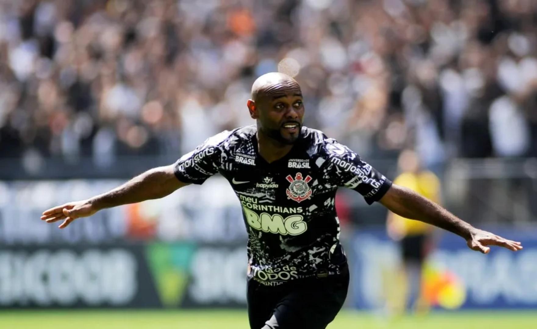Vagner Love deixa o Corinthians