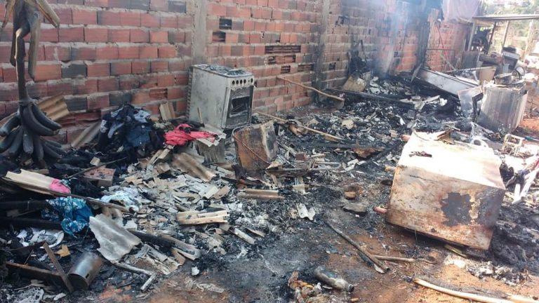Casa em Sorocaba pega fogo e mãe e filha ficam apenas com a roupa do corpo