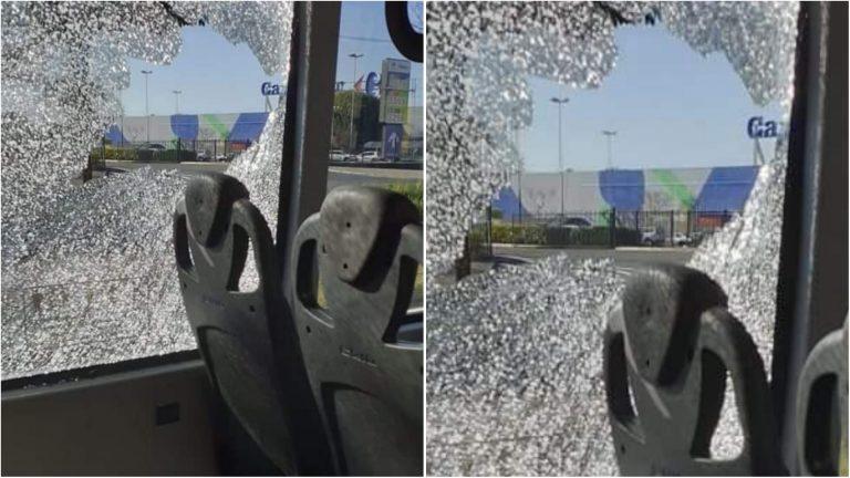 Vândalos atiram pedras e quebram janela em ônibus do BRT Sorocaba no Campolim