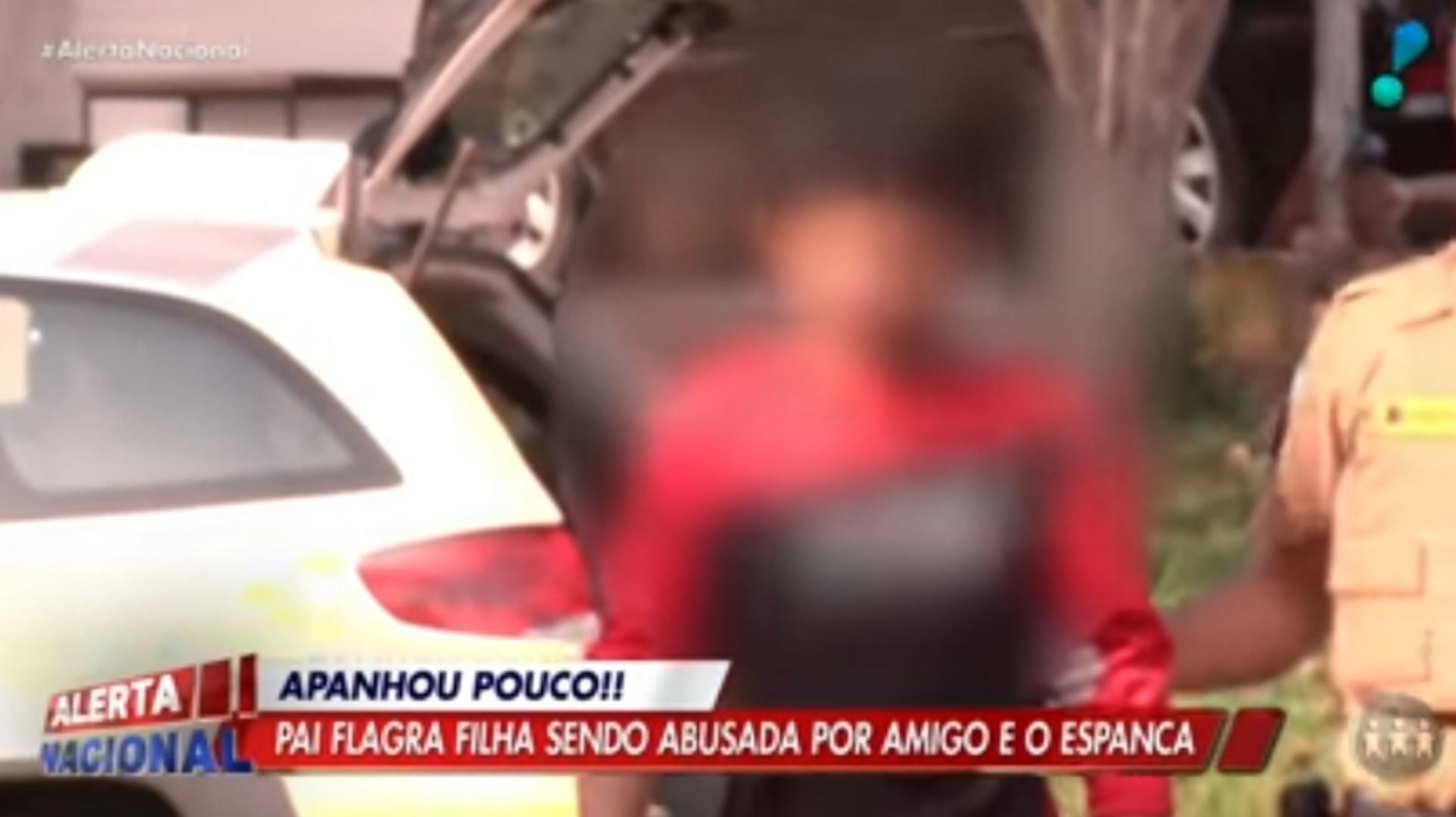 Pai vê filha de 5 anos sendo abusada pelo amigo e o espanca violentamente; assista