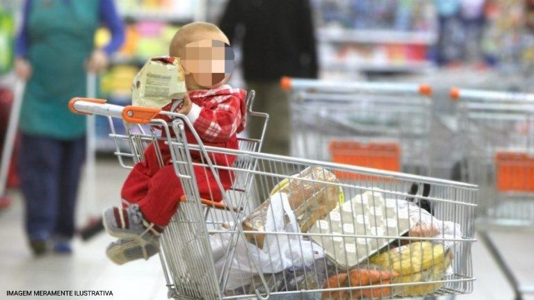 Pai faz compra e esquece filho em carrinho no estacionamento de mercado em Sorocaba